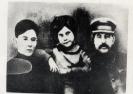 И. В. Сталин с сыном Василием и дочерью Светланой