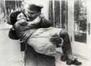 И. В. Сталин с дочерью Светланой  на даче в Кунцево
