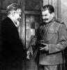 М. И. Калинин вручает И. В. Сталину орден Победы. 1944 г.
